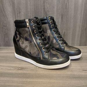 Shoedazzle Shanta Wedge Sneakers, Size 9.5